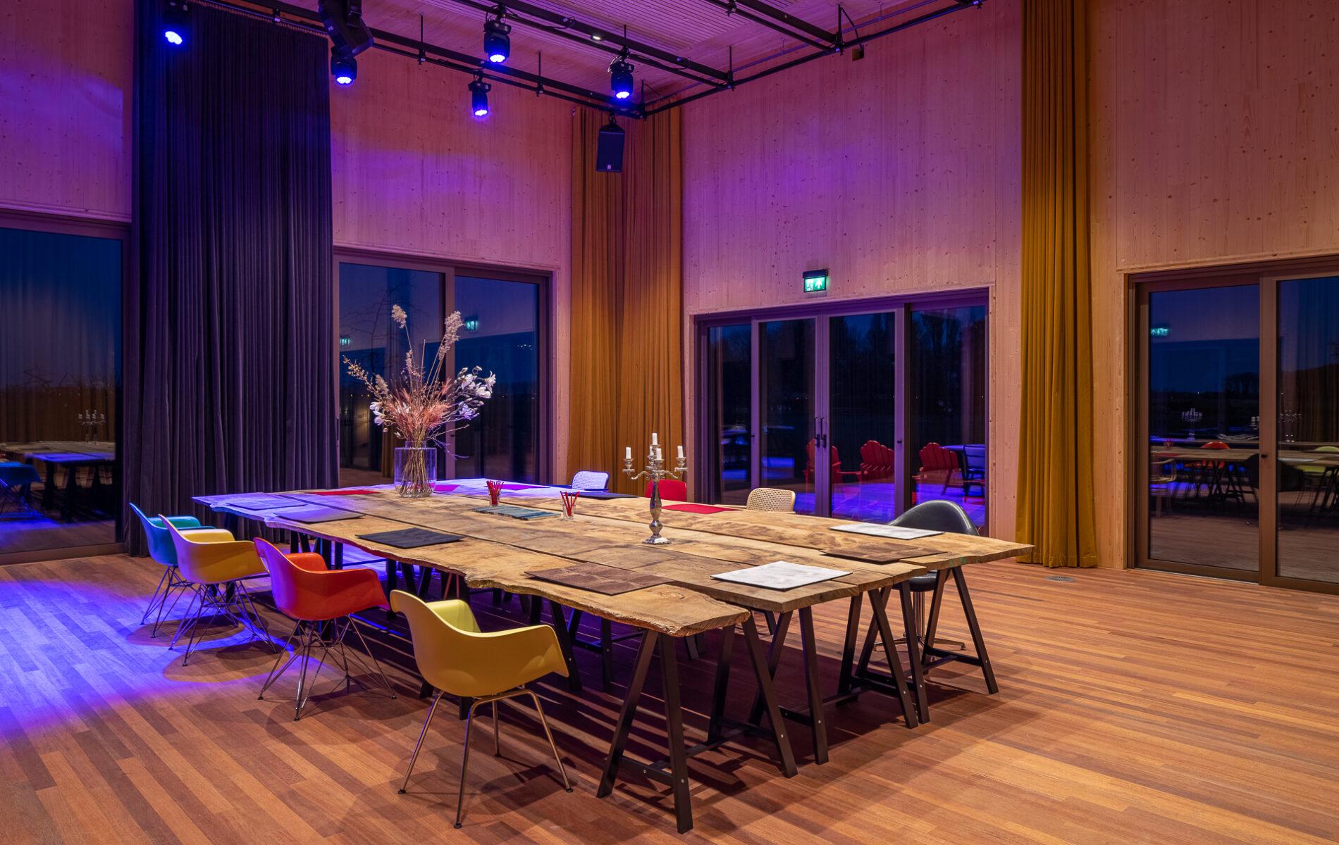 De Nieuwe Schuur, De Theaterzaal by night